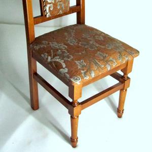 Дерев'яні стільці для дому